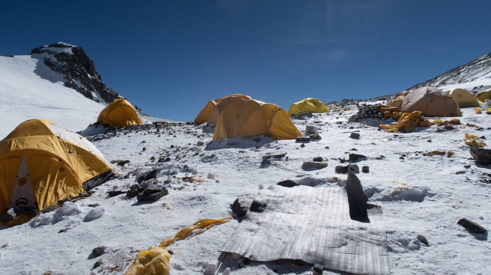 Everest Basura carpas